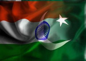 Индусы выражают недоверие правительству, вывешивая на стенах своих домов пакистанские флаги