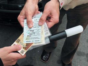 90% инспекторов ГИБДД, прошедших тест на детекторе лжи, брали взятки