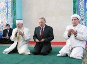 Назарбаев: политикам надлежит осознать опасность противопоставления ислама и христианства