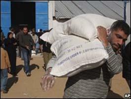 Блокадной Газе приоткрыли границу