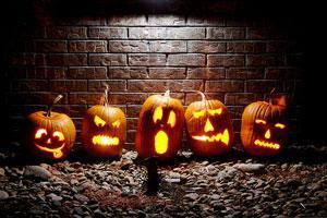 Хеллоуин в Москве: милиционеры не разрешили жителям столицы прокатиться в гробах по Тверской