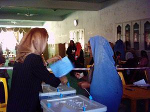 Афганкам разрешат не фотографироваться для участия в выборах