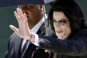 Майкл Джексон урегулировал спор с сыном короля Бахрейна