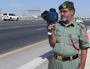 """Дубайских """"гаишников"""" вооружат лазерными пистолетами"""