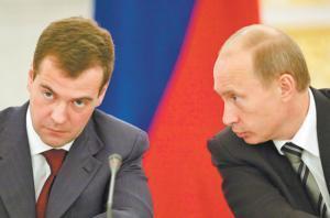 Путин и Медведев обещали выполнить социальные обязательства перед гражданами