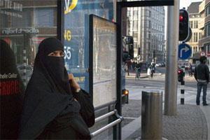 Голландская мусульманка в никабе