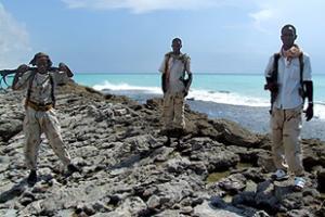 Индийские ВМС потопили пиратский корабль, пираты захватили три других