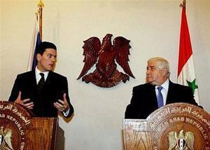 Глава МИД Великобритании Дэвид Милибэнд со своим сирийским коллегой Вадидом Муалемом
