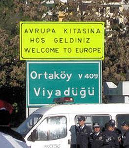 Дорожные знаки в Турции переведут на русский