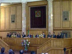 """Туркменистан убрал из гимна имя """"отца нации"""" — бывшего президента Ниязова"""