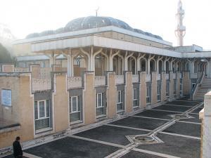 Ватикан за строительство мечетей, но против исламских центров