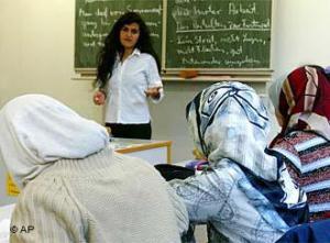 В Германии катастрофически не хватает учителей, способных преподавать ислам по-немецки