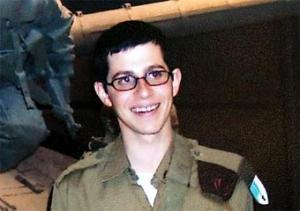 """Вместо долгожданной свободы израильский пленник получил звание """"почетного парижанина"""""""