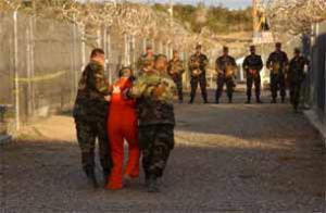 Правозащитники: узников Гуантанамо пытали песнями Бритни Спирс и Эминема