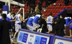 Турецкие болельщики прогнали израильскую баскетбольную команду в знак солидарности с Газой