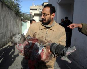 Десятки палестинцев погибли в результате обстрела медцентра ООН
