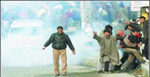 Индийская полиция разогнала процессию мусульман в Кашмире — 80 пострадавших