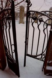 В Узбекистане воруют ограды с могил