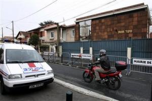 Во Франции в синагогу врезался горящий автомобиль