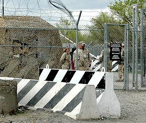 Хочет Киргизия закрыть базу, да Пентагон не дает