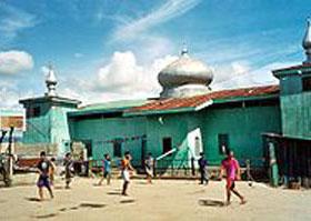 Мечетей на филиппинском острове Минданао хватает, а вот исламского университета до сих пор нет