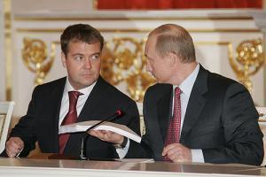 ВЦИОМ: Россияне доверяют Путину и Медведеву, несмотря на кризис