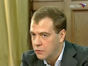 Медведев: скачков курса рубля к доллару и евро не будет