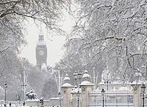 Великобританию разбил снежный паралич