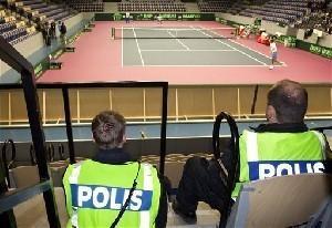 Тысячи шведов требовали выдворить израильскую команду из страны