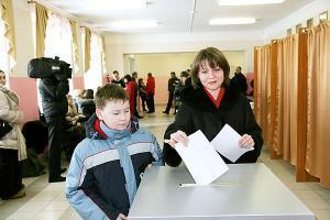 """""""Единая Россия"""" лидирует на парламентских выборах во всех 9 регионах"""