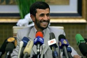 "Махмуд Ахмадинежад назвал санкции США ""детскими глупостями"""