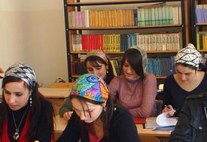 В форму одежды студенток Чечни введен платок