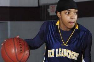 Баскетболистка в хиджабе бьет рекорды результативности