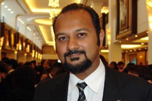 Парламентарий, назвавший премьера Малайзии «убийцей», отстранен от работы на год