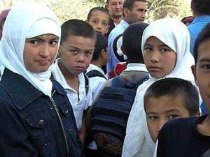 """Учащиеся одной из школ Ошского района. Фото """"Фергана.Ру""""."""