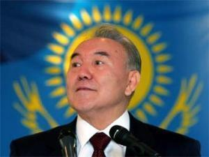 Казахстан начинает атаку на доллар