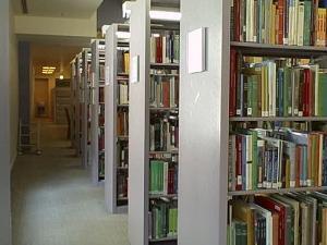 В английских библиотеках Коран и Библию станут хранить на верхних полках