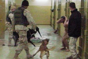 Издевательства над заключенными в тюрьме Абу-Грейб