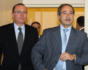 Джеффри Фелтман (слева) с замминистра иностранных дел Сирии