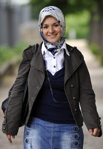 Махинур Оздемир - первый бельгийский парламентарий в хиджабе