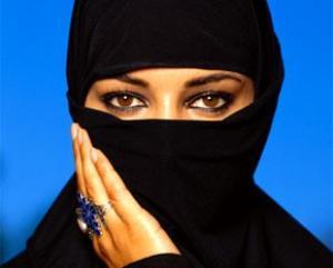Саркози не согласен с мусульманами и правозащитниками и считает, что никаб ущемляет права человека