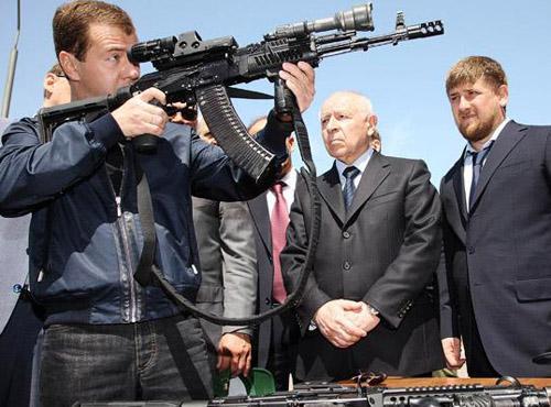 Президент России Дмитрий Медведев, президент Республики Дагестан Муху Алиев, президент Чеченской Республики Рамзан Кадыров во время посещения Центра специального назначения ФСБ