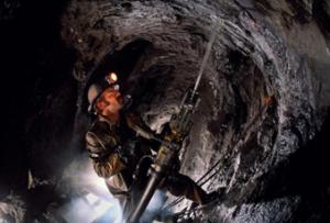 Вместо  положенных в  креплении  6 болтов из экономии теперь вкручивают  только 4 - в результате гибнут шахтеры