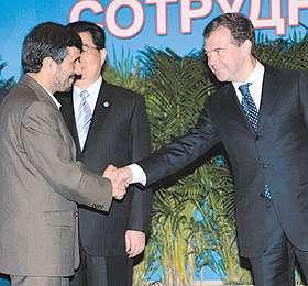 Дмитрий Медведев поздравил Махмуда Ахмадинежада с избранием на второй срок