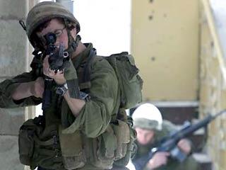 Военнослужащие нападают на палестинские деревни, обыскивают дома и даже воруют вещи