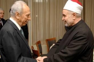 Фотография с прошлогодней встречи Тантави с Перисом