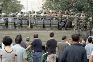 Власти проводят повальные обыски в домах уйгуров и арестовывают мужчин этой национальности