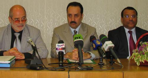 Справа налево: директор ИВ РАН Виталий Наумкин, принц Мухаммад Бен Саад Бен Халид Аль-Сауд, посол КСА в Москве Али Джафар. Фото: IslamNews