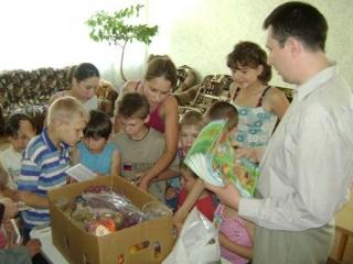 Активисты Ассоциации общественных объединений «Собрание» приехали к детям в приют села Салганы