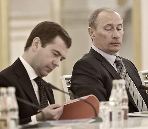 """""""Левада-центр"""" :Только 19% россиян верят, что Медведев проводит """"независимую политику"""""""